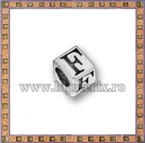 Margica argintie 5.5mm Litera F