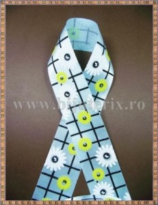 Panglica satin bleu cu flori 2,5cm - 1m