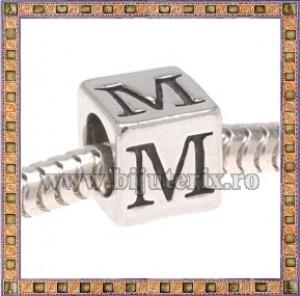 Margica argintie 6.4mm Litera M