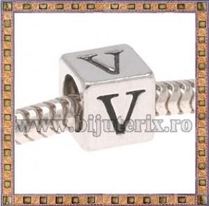 Margica argintie 6.4mm Litera V